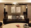 客厅:暖色为主,注重元素反搭,和谐融恰。