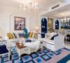 客厅:房主比较注重储存。收纳的空间。设计中充分的显现了出来,根据房主的要求,把每一处能利用起来的都用在了正点。使空间的整体效果更丰富。
