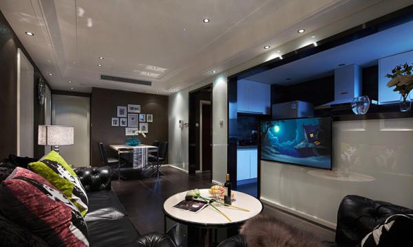 客厅:半开放式厨房和客厅呈现了完美的色彩搭配,就好比中西结合的完美效果