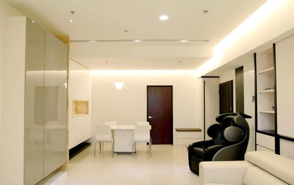 从客厅能看到餐厅,开放式格局让空间变得宽敞。