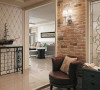 家具配置上,独特的光泽使家具倍感时尚,具有舒适与美观并存的享受。在配饰上,以简洁的造型、完美的细节,营造出时尚前卫的感觉。