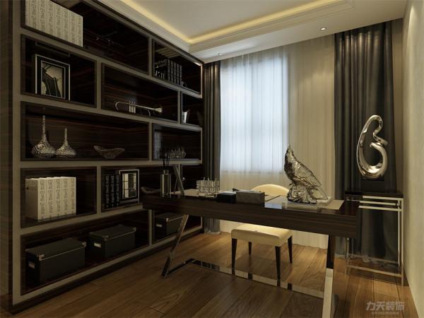 多功能空间根据客户需要当作了书房,放置一个深色书柜,主人可以随意摆放自己的书籍,而且书柜造型也非常的有个性,搭配一套舒适方便的办公桌,整体空间的实用性和视觉都是非常不错的。