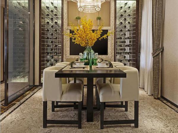 坐在造型简洁的餐桌旁,感恩每颗粮食的来之不易,表达自己对生活的热爱。