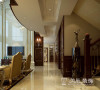 普罗旺世别墅装修案例新古典效果图——门厅布局,走廊的吊顶与地面形成了搭配,简洁又干净