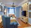 以湖蓝色墙面做基调,大地色仿古瓷砖斜铺。