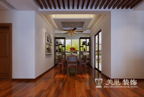 风帆金色世家3室2厅新中式样板间140平案例——餐厅布局,设计充分考虑实用性的同时以对称博古架拉伸整体空间高度视觉感受,既保证空间的通透性同时兼顾实用与主人收藏展示。