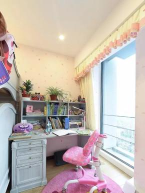 混搭 四居 收纳 北欧 客厅 小资 儿童房图片来自沙漠雪雨在170平米北欧彩色混搭风四居大宅的分享