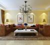 沙发是业主自己的喜好,复古色的沙发配上淡蓝色的电视墙和暖暖的墙漆颜色增加了家庭