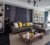 以黑、白、灰为主色调修饰客厅空间。