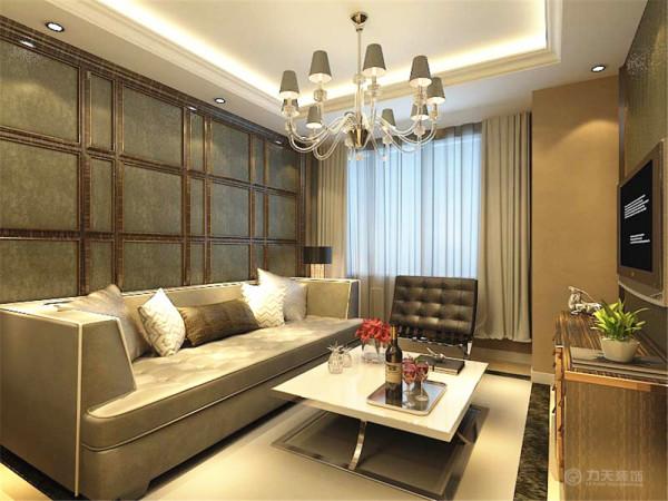 在客厅的沙发背景墙和影视背景墙上使用木框和金属圈边,里面铺贴壁纸。在设计上追求空间变化的连续性和形体变化的层次感,