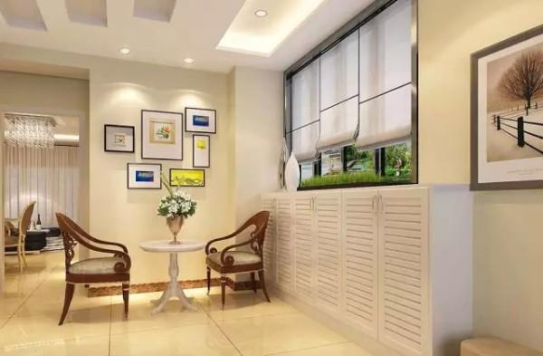 入户处,淡色的木质地板搭配白色的天花板,营造出清新,淡雅之感。白色的壁柜,尽显干净整洁。简单风格的壁画,将空间装饰的更具活力。