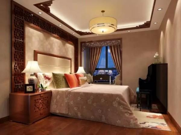 次卧面积稍小,装饰风格也偏素雅,相对于主卧的大气沉稳,更显活泼。因为房间稍小,镂空雕花也更为精致。