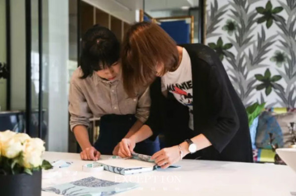 在例外小伙伴的精心制作下,三本纯手工的蓝色棉麻布艺笔记本即将跟它的新主人见面啦!今天我们将如约公布抽奖名单!