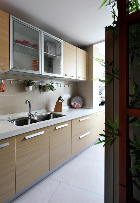 开放式的厨房,当一家老小在此欢聚时,是多么温馨的场景