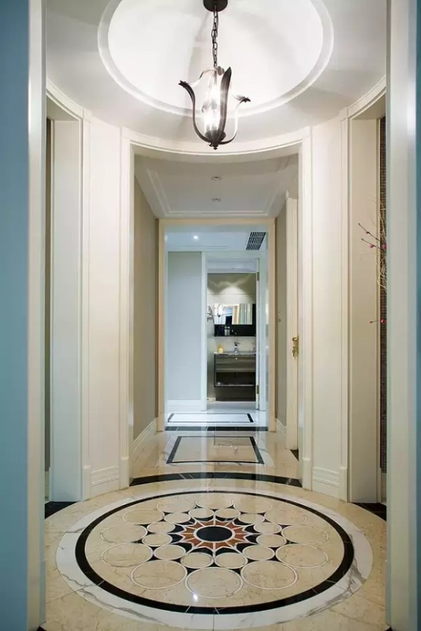 无趣的过道、卧室门之间的关系、不可动的墙体形成多余的空间,干扰动线的视觉,基于种种,才会有这一处圆厅的出现,也正是这处圆厅的处理,其他的空间也就自然而然的衔接而成。