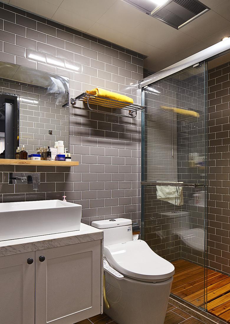 卫生间图片来自家装大管家在简约线条 82平自然现代工业风家的分享