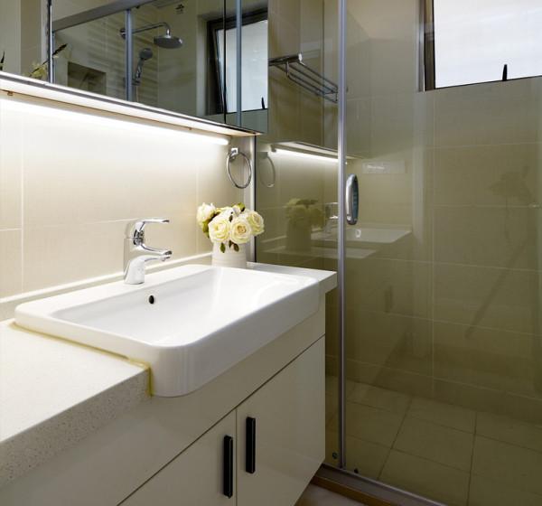 设置两个洗手台面,让男主人与女主人各有各的专用设备,同时使用也不受干扰。