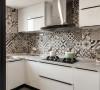 厨房的瓷砖选用的一种类型的花砖,趣味十足