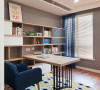 书房,用了灰色作为房子的基调色,木质的书柜,也是让房子有特色的地方
