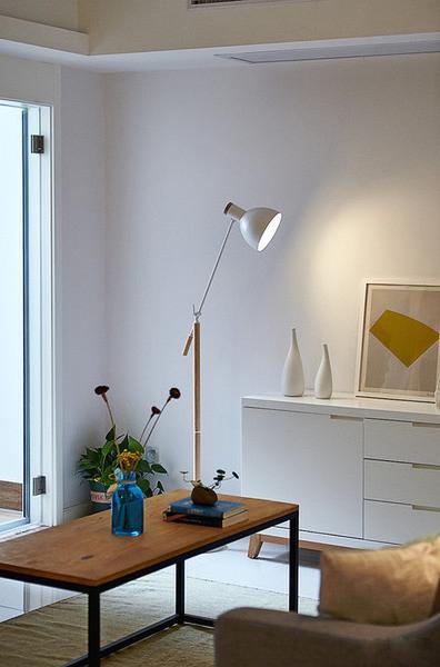 """现代 简约 收纳 客厅图片来自今朝装饰张智慧在效果全靠色彩来""""填""""的分享"""