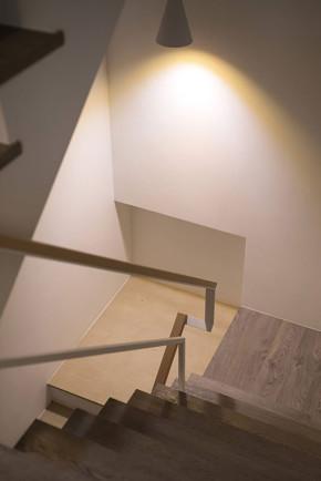 收纳 白领 别墅 北欧 小资 楼梯图片来自武汉苹果装饰在猫舍—静沐日光和风的分享