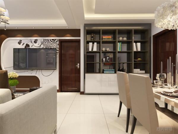 餐厅没有做过多的造型,简单的桌椅,干净的配色使得餐厅和客厅相呼应又不重复,餐桌用了四人桌,虽然空间受限但业主仍可以请亲朋好友来家中聚会,厨房用的组合柜,使空间更具有 整合感。
