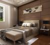 卧室背景墙较其他墙壁颜色比较厚重,采用软包咖色。实木的深色地板与白色墙壁产生强烈的对比,简单大气。