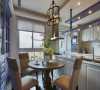 挪用了原先一房的空间,餐厨空间仅以流理臺面区划,独立又通透的设计概念,展露了宛如电影般的闲适生活。