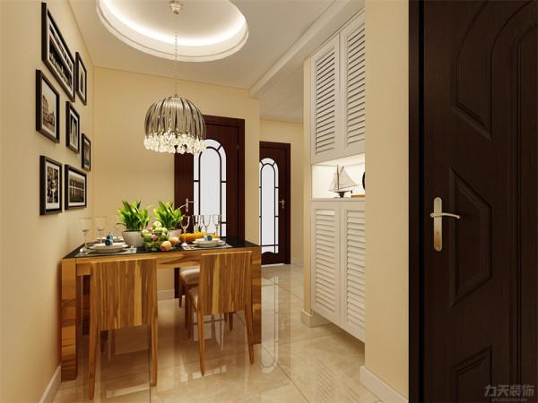 在餐厅的设计中,采用了木色的餐桌椅搭配白净的门。白色和明亮的圆顶结合创造出了现代的洁净与明亮。