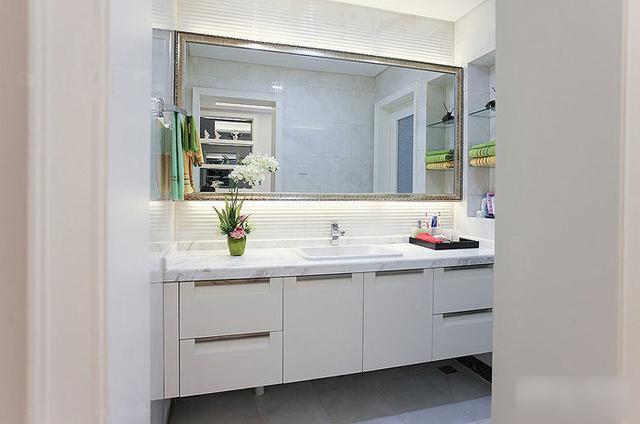 简约 三居 收纳 旧房改造 80后 124平两室 卫生间图片来自上海实创-装修设计效果图在124平两室一厅 现代简约风格家的分享