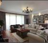 客厅,突出了生活的舒适和自然,不论是略感笨重的家具,还是带点岁月沧桑的配饰;还有榺艺沙发、箱体的茶几、仿古摆钟、镂空铁艺台灯,搭配碎花窗帘,各种元素和谐混搭,共同营造出居家温馨的氛围