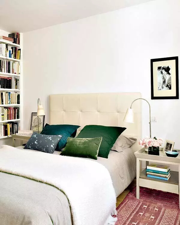 卧室图片来自家焕然一馨在80㎡优雅两居超别致的中西混搭风的分享