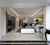 藉由地坪材质的明确分野,搭配线板压痕的框定表现,一展大宅开阔器度。