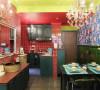 入户鞋柜到厨房一面衔接,形成自然的区域分隔,开放式厨房,拓宽了这个小户型本身区域划分的局限感,从卫生间分离出来的干区方便日常的使用。