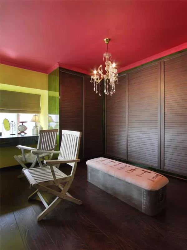 混搭 二居 白领 收纳 旧房改造 小资 客厅 衣帽间图片来自沙漠雪雨在72平米最美冷艳女王范儿小公寓的分享