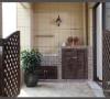 功能阳台,兼顾实用与美观,为了方便收起来,这里选的是滚筒式洗衣机,将生活阳台与观景阳台用木栅栏门隔开,更多了些田园恬静的味道。