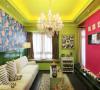 从色彩上的突破也是很大的,主线利用艳丽的红绿撞色,从而改变色彩的色相,以此同时用不同的材质来达到视觉上的平衡。选用一些线条感较强的法式木质家具,呈现如梦似幻的浪漫主义效果。