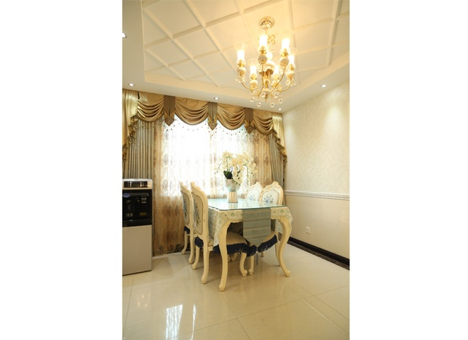 简约 欧式 混搭 三居 白领 80后 小资 龙门镇 餐厅图片来自成都V2装饰在欧式奢华风格 100平米三居室的分享