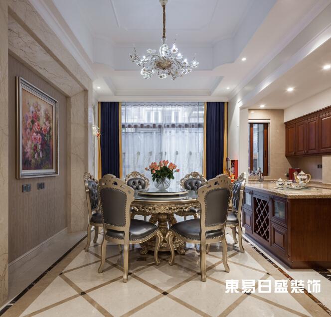 新古典 浪漫 别墅 小资 餐厅图片来自武汉东易日盛在万科红郡-新古典-王斌的分享