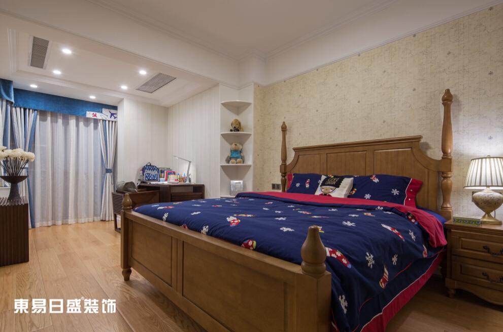 新古典 浪漫 别墅 小资 卧室图片来自武汉东易日盛在万科红郡-新古典-王斌的分享