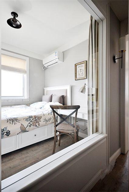 设计 理念次卧空间,采用大玻璃墙面,增大次卧采光及视觉空间。 主材 说明地板:瑞士卢森 乳胶漆:丹麦福乐阁 木门:德国巴赫曼