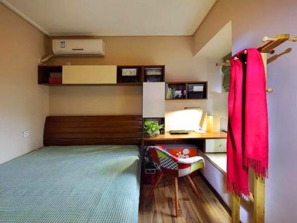 次卧虽小,功能不少,除了当客卧,也可以做为小书房用。