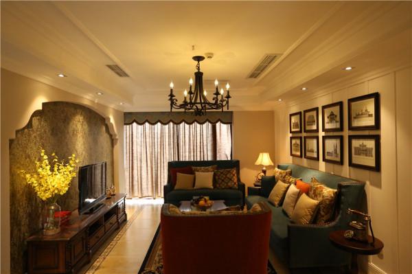 客厅作为待客区域,喜欢简洁明快,放置一些有历史感的东西,总体而言,让客厅变得宽敞而富有历史气息;有着好的采光,白色基调的墙面,打造了零压感的居家环境。