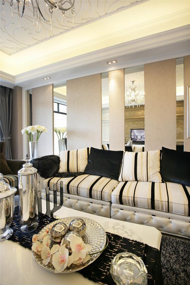 欧式 三居 小资 简约 客厅图片来自rongzhimei在欧式风格的分享