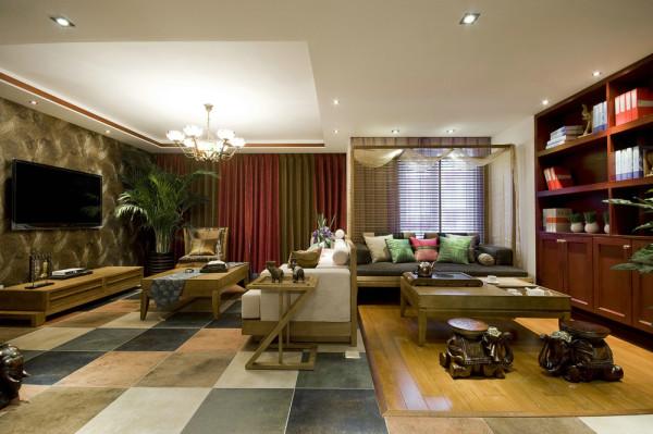 从空间改造上来说。在公共空间上的改动拆除原有客厅与卧室隔墙, 改为连体的客厅及休闲区域,不仅使入户效果瞬间改善,还在一定程度上拓宽了客厅视野空间。