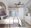 卧室采用的是大面积的暖灰,背景墙为紫色,地面用区别于客厅的地板通铺到阳台,阳台一侧定制储物柜扩充储物功能。