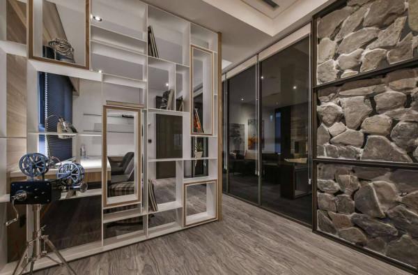 """造型隔屏保留书柜的实用尺度,与岩板以""""缝隙""""的共同点呼应,在光影和视觉错落间与空间共舞。"""