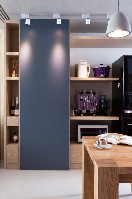 特别替屋主设置的展示电器柜拉门,可以形随机地推移到想要展现的位置。
