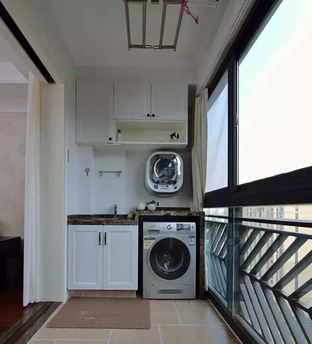 美式 简约 阳台图片来自成都丰立装饰工程公司在130平米美式简约风的分享