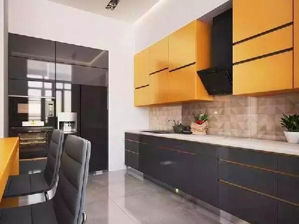 设计师将黄色延续到厨房,烹饪区域看起来干净又有食欲。